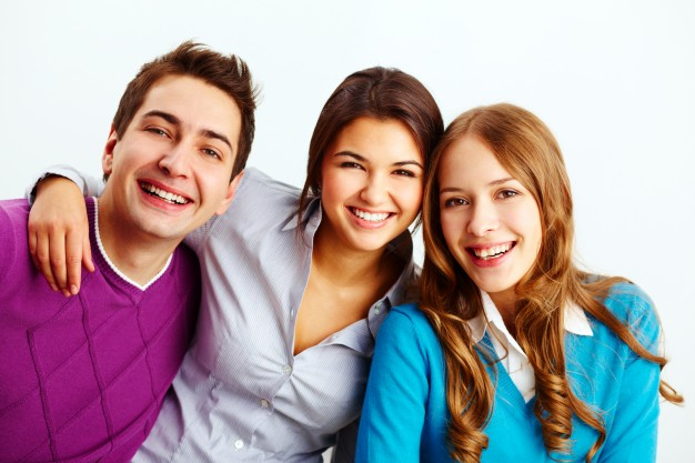 smiling-as-best-friends_1098-920