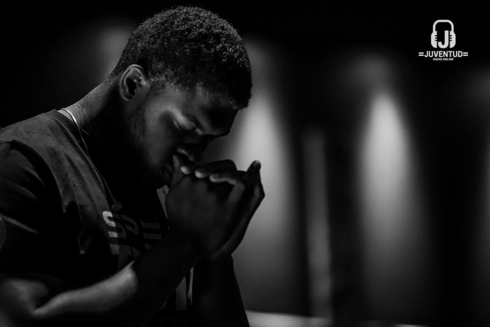praying-dark